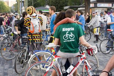 Concentración de ciclistas en el centro de Madrid para reclamar más espacios para las bicis.