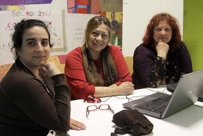 Bianca, Luisi y Susi, tres de las integrantes de la asociación Madres Latinas, en la Casa das Mulleres de Vigo.