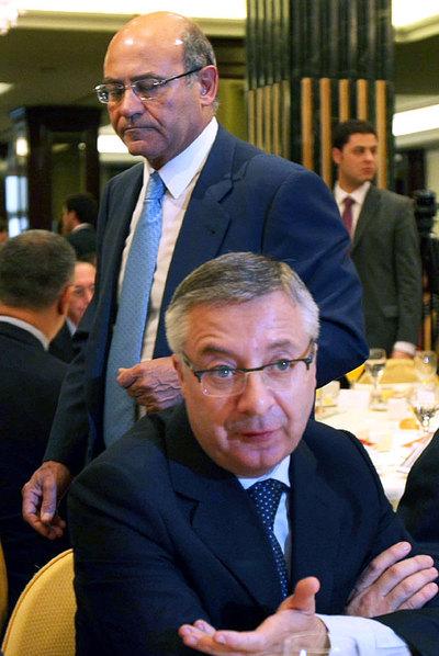 El ministro de Fomento, José Blanco, y detrás, Díaz Ferrán.
