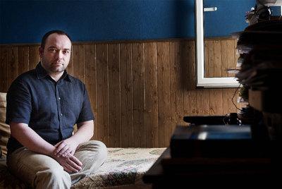 Àngel Llorent denuncia que durante 10 años fue sometido a  tratamiento  para dejar de ser homosexual.