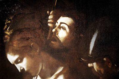 Arriba, detalle de la obra  Martirio de santa Úsula,  de Caravaggio. En este cuadro aparece un autorretrato del pintor.