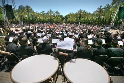 La actuación de la Banda de la Federal de las federaciones musicales puso el colofón a una mañana reivindicativa en Valencia.