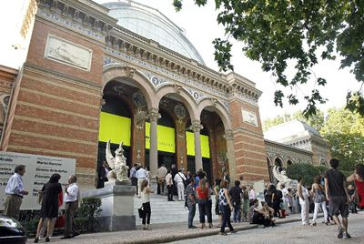 Fachada del Palacio de Velázquez, cerrado desde 2005.