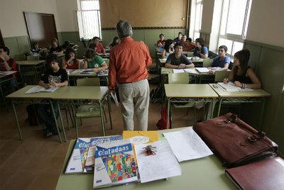 Estudiantes de Educación para la Ciudadanía en el instituto Infanta de Aragón, de Barcelona.