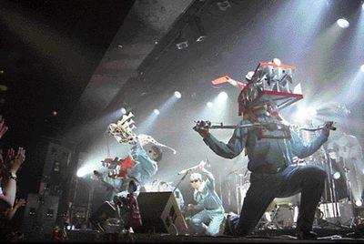 El grupo japonés Maywa Denki, en una actuación.