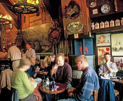 La taberna De Dulle Griet, que ofrece 250 tipos de cerveza, en la ciudad de Gante.