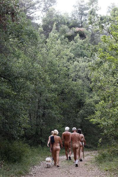 Al atardecer, paseo nudista por los alrededores de El Fonoll.