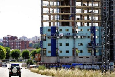 Obras de rehabilitación de la casa cuartel de Burgos un año después del atentado de ETA.