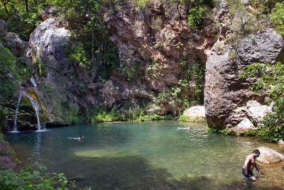Una laguna para fugitivos edici n impresa el pa s for Piscinas naturales pais vasco