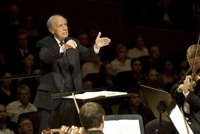Pierre Boulez dirige la orquesta del Festival de Lucerna, el pasado miércoles.