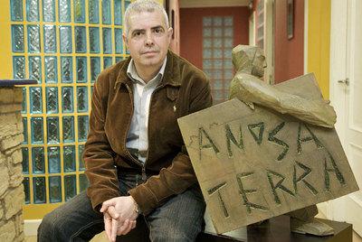 El presidente y consejero delegado del grupo editor de  A Nosa Terra , Afonso Eiré, en su redacción.