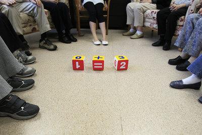 Los centros de día con programas de estimulación para el alzhéimer son escasos.