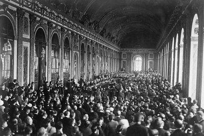 El Salón de los Espejos del palacio de Versalles, durante la firma del tratado de paz tras la I Guerra Mundial.