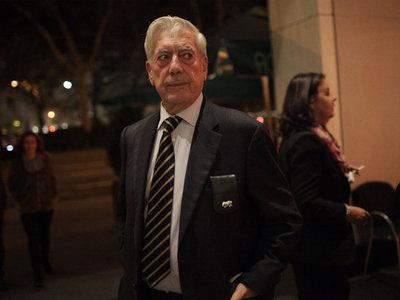 FOTOGALERIA: La primera salida nocturna tras el Nobel