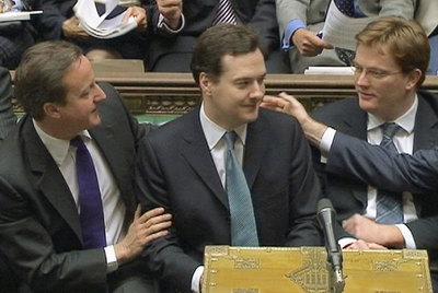 De izquierda a derecha, el primer ministro británico, David Cameron; el canciller del Exchequer, George Osborne; y el secretario del Tesoro, Danny Alexander.