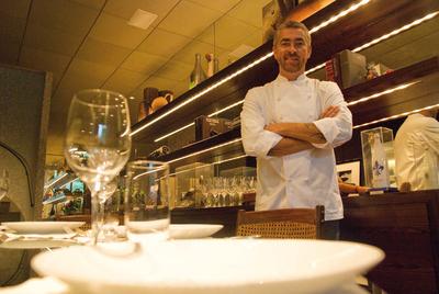 Alex Atala,  cocinero  del D. O. M., en el puesto 18 de los mejores restaurantes de 2010, según  Restaurant Magazine.