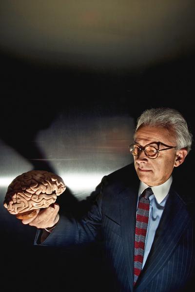 La emoción en sus manos.rnAntonio Damasio (Lisboa, 1944) es considerado como el maestro de las emociones, un neurocientífico pionero del siglo XX en la investigación de esta materia.