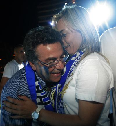 Enrique Ortiz con  Sonia Castedo, alcaldesa de Alicante, durante la celebración por el ascenso del Hércules.