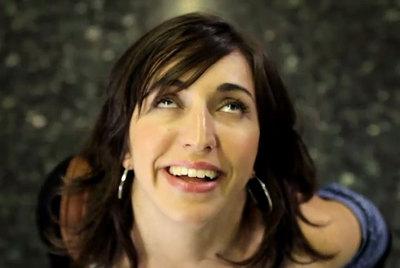 Imagen de la joven que protagoniza el vídeo