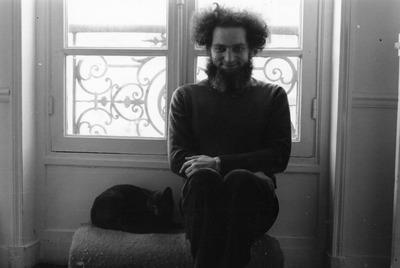 El escritor Georges Perec, fotografiado en París.