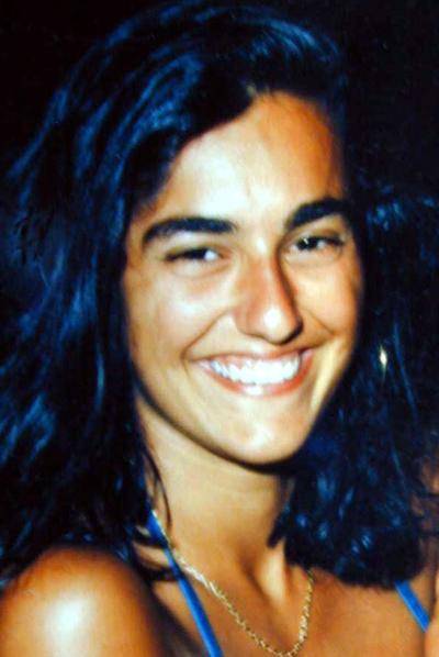 Eluana Englaro, joven italiana que estuvo 17 años en estado vegetativo hasta que le fue retirada la alimentación que le mantenía artificialmente con vida