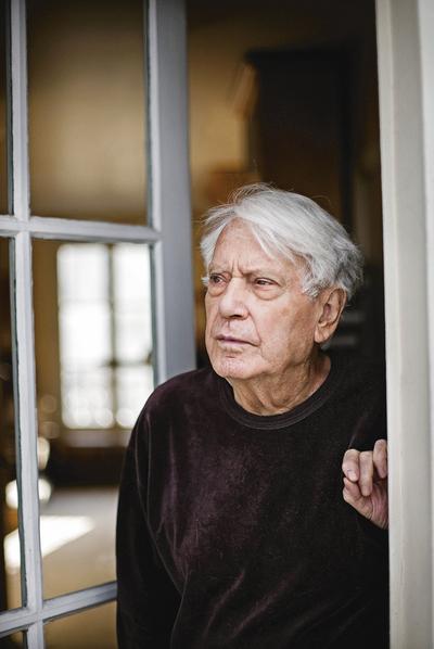 Jorge Semprún, con 87 años recién cumplidos, en su casa de París.