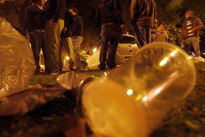 Imagen a ras del suelo de un botellón en la Ciudad Universitaria.