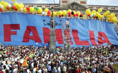 Manifestación en Madrid, convocada por el Foro de la Familia, en contra del matrimonio homosexual.