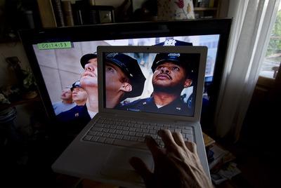 Un internauta se dispone a bajarse una película de una página de descargas no autorizadas.