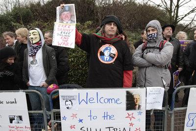 Protesta de defensores del fundador de Wikileaks, Julian Assange, el pasado martes ante un juzgado londinense.