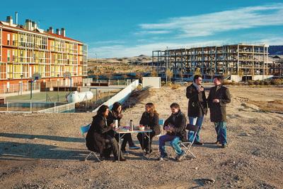 Estas seis personas habitan el único bloque levantado de una expansión de 2.300 casas en La Muela (Zaragoza).