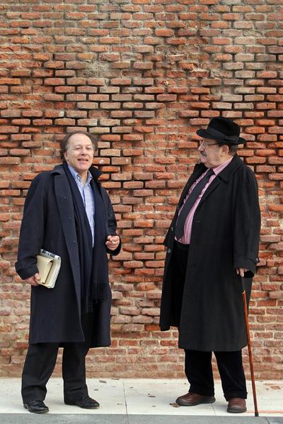 El escritor y académico español Javier Marías (izquierda) y el semiólogo italiano Umberto Eco, durante su encuentro en diciembre, en Madrid, para este número mil de  Babelia.