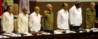El presidente Raúl Castro (primero por la izquierda) y la cúpula del  Gobierno cubano, en julio de 2008 en el Parlamento.