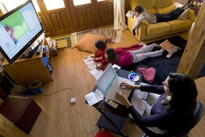 Los teletrabajadores son, en general, más productivos. Pero la familia a veces puede interferir en el desarrollo del trabajo.