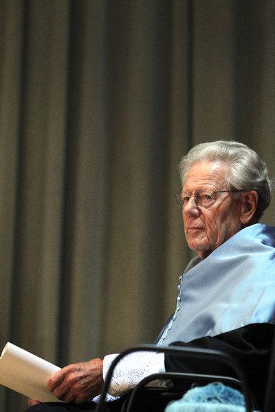 Hans Küng, ayer en la ceremonia de investidura.