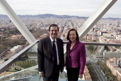Jordi Hereu y Montserrat Tura posan en un hotel de Barcelona.
