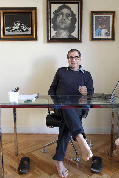 Manuel de Lope, en el despacho de su casa madrileña.