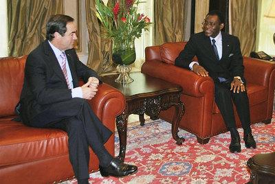 José Bono, durante la reunión con el presidente de Guinea Ecuatorial, Teodoro Obiang Nguema.
