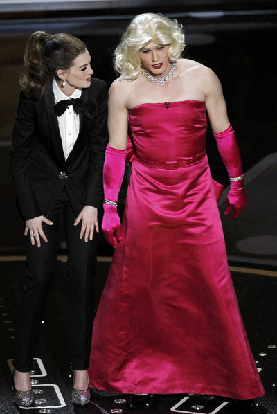 Anne Hathaway y James Franco, disfrazado, oficiaron de presentadores de la gala.