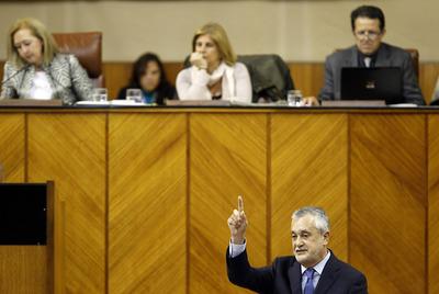 Griñán comparece ayer en la sesión de control al Gobierno en el Parlamento andaluz.