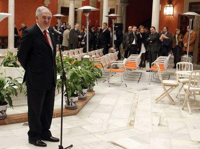 El fiscal general del Estado, Cándido Conde-Pumpido, ayer durante una reunión en Sevilla con fiscales.