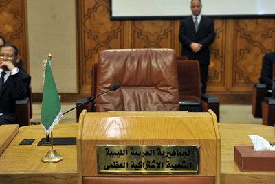 El asiento vacío de la delegación libia, ayer antes de la reunión de la Liga Árabe en El Cairo.