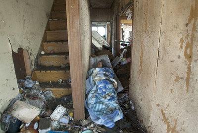 El cadáver de una mujer, en una casa de Sendai.