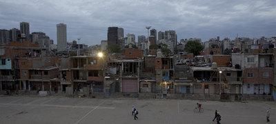 Vista del poblado  Villa 31, en Buenos Aires, ejemplo del  alto nivel de pobreza que sufre Argentina.