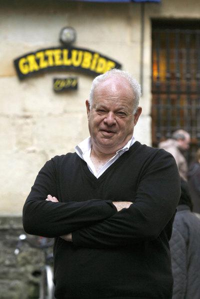 Seligman tiene siete hijos y siempre viaja con su familia.