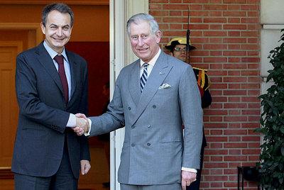 Zapatero y el príncipe de Gales, ayer en La Moncloa.