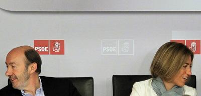 Alfredo Pérez Rubalcaba y Carme Chacón, ayer durante la reunión del Comité Federal del PSOE en Madrid.