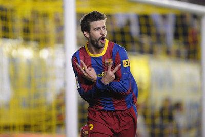Piqué festeja su gol al Villarreal en El Madrigal.