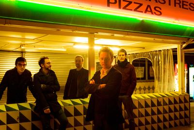 Mishima grabó sus dos primeros discos en inglés. En el tercer álbum el grupo se pasó al catalán.