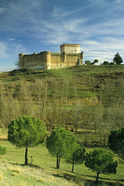 Baños Arabes Tordesillas:El castillo de Arévalo (Ávila), una de las localidades que cuentan